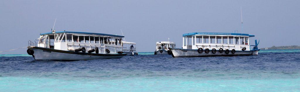 Fährboote für Touristen auf Malé