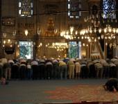 Gebet in der neuen Moschee