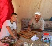 Bekir & Ich beim Backgammon