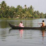 Von Dorf zu Dorf per Boot
