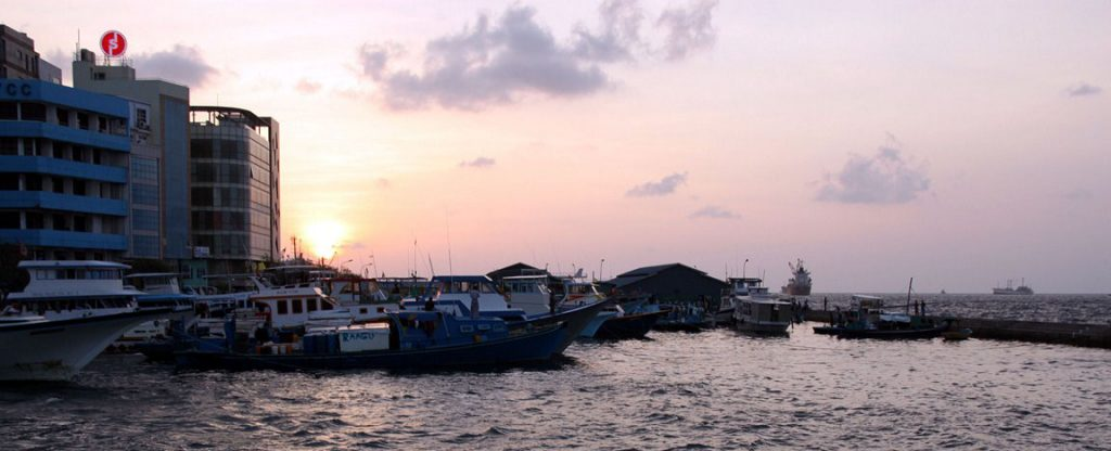 Sonnenuntergang auf Male - mit dem letzten Tenderboot zur Costa Victoria