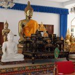 Buddhas im Wat Mongkhon Nimit