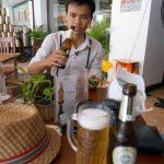 Duc genießt sein Bier